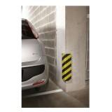 Protección esquina parking color amarillo y negro.