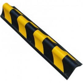 Esquinera fabricada en goma, con punta redondeada y decorada con franjas reflectantes amarillas y negras.